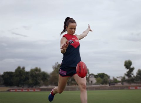 Daisy Pearce playing AFL